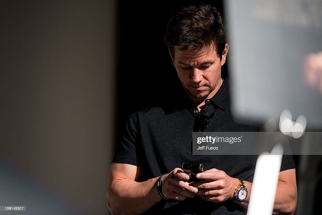 <a gi-track='captionPersonalityLinkClicked' href=/galleries/search?phrase=Mark+Wahlberg&family=editorial&specificpeople=202265 ng-click='$event.stopPropagation()'>Mark Wahlberg</a> checks his cell phone at the Philadelphia screening of the movie 'Broken City' at the Prince Music Theater January 8, 2013 in Philadelphia, Pennsylvania.