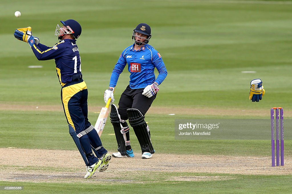 Mark Wallace of Glamorgan catches a ball to try and catch out <a gi-track='captionPersonalityLinkClicked' href=/galleries/search?phrase=Matt+Machan&family=editorial&specificpeople=6888490 ng-click='$event.stopPropagation()'>Matt Machan</a> of Sussex during the Royal London One-Day Cup match between Sussex Sharks and Glamorgan at BrightonandHoveJobs.com County Ground on August 20, 2014 in Hove, England.