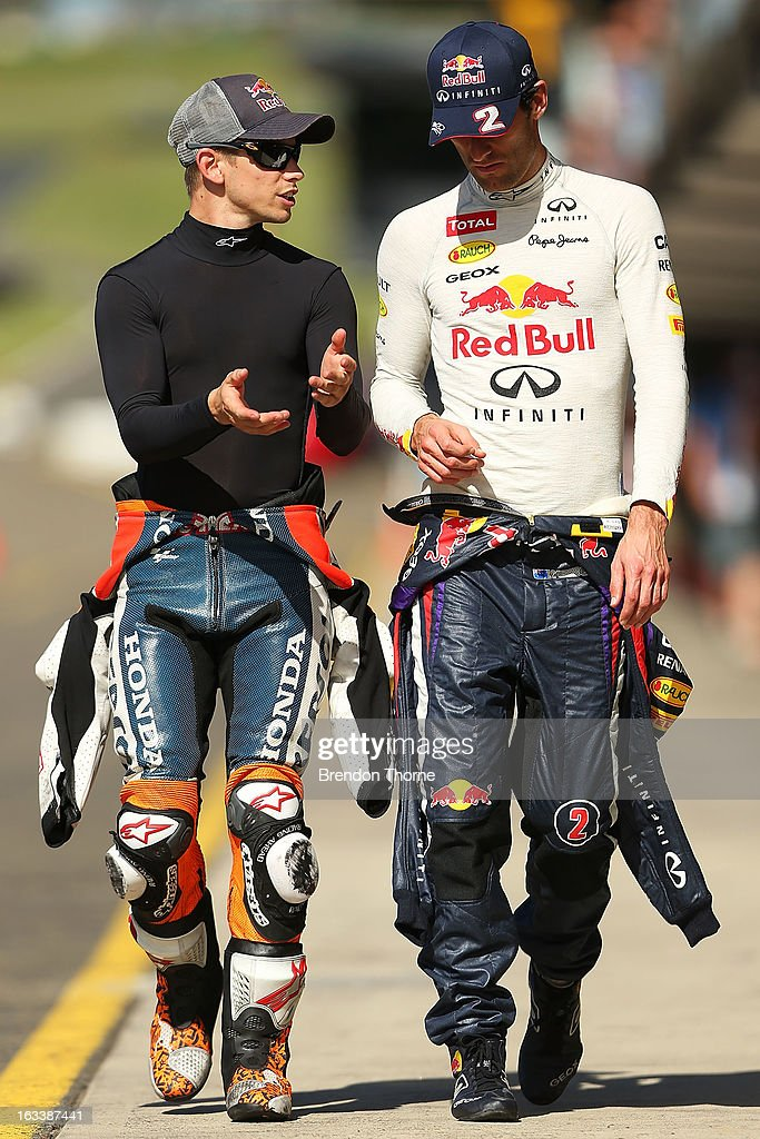 <a gi-track='captionPersonalityLinkClicked' href=/galleries/search?phrase=Mark+Webber+-+Piloto+de+automobilismo&family=editorial&specificpeople=167271 ng-click='$event.stopPropagation()'>Mark Webber</a> of Australia and Infiniti Red Bull Racing and <a gi-track='captionPersonalityLinkClicked' href=/galleries/search?phrase=Casey+Stoner&family=editorial&specificpeople=563465 ng-click='$event.stopPropagation()'>Casey Stoner</a> of Red Bull Pirtek Holden talk during the Top Gear Festival at Sydney Motorsport Park on March 9, 2013 in Sydney, Australia.