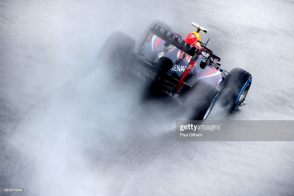 <a gi-track='captionPersonalityLinkClicked' href=/galleries/search?phrase=Mark+Webber+-+Piloto+de+automobilismo&family=editorial&specificpeople=167271 ng-click='$event.stopPropagation()'>Mark Webber</a> of Australia and Infiniti Red Bull Racing drives during qualifying for the Brazilian Formula One Grand Prix at Autodromo Jose Carlos Pace on November 23, 2013 in Sao Paulo, Brazil.