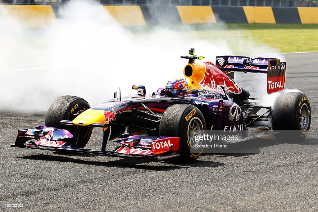 <a gi-track='captionPersonalityLinkClicked' href=/galleries/search?phrase=Mark+Webber+-+Piloto+de+automobilismo&family=editorial&specificpeople=167271 ng-click='$event.stopPropagation()'>Mark Webber</a> of Australia and Infiniti Red Bull Racing performs a donut during the Top Gear Festival at Sydney Motorsport Park on March 10, 2013 in Sydney, Australia.