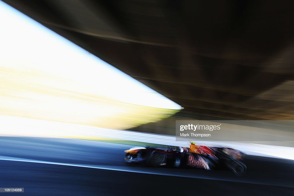 Mark Webber of Australia and Red Bull Racing drives during qualifying for the Japanese Formula One Grand Prix at Suzuka Circuit on October 10, 2010 in Suzuka, Japan.