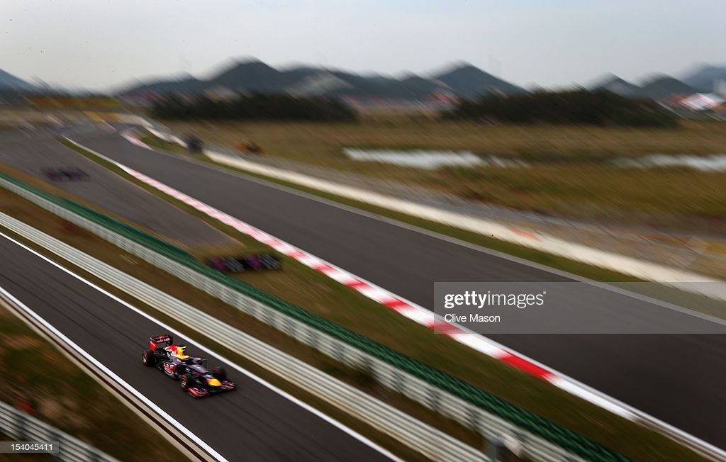 <a gi-track='captionPersonalityLinkClicked' href=/galleries/search?phrase=Mark+Webber+-+Piloto+de+automobilismo&family=editorial&specificpeople=167271 ng-click='$event.stopPropagation()'>Mark Webber</a> of Australia and Red Bull Racing drives on the way to taking pole position during qualifying for the Korean Formula One Grand Prix at the Korea International Circuit on October 13, 2012 in Yeongam-gun, South Korea.