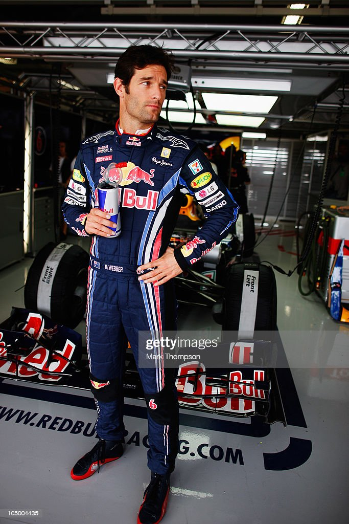 <a gi-track='captionPersonalityLinkClicked' href=/galleries/search?phrase=Mark+Webber+-+Piloto+de+automobilismo&family=editorial&specificpeople=167271 ng-click='$event.stopPropagation()'>Mark Webber</a> of Australia and Red Bull Racing prepares to drive during practice for the Japanese Formula One Grand Prix at Suzuka Circuit on October 8, 2010 in Suzuka, Japan.