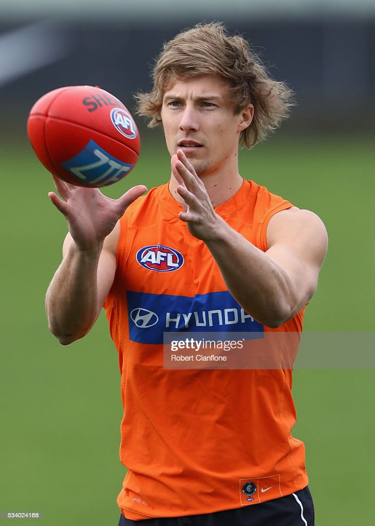 Mark Whiley of the Blues takes the ball during a Carlton Blues AFL training session at Ikon Park on May 25, 2016 in Melbourne, Australia.