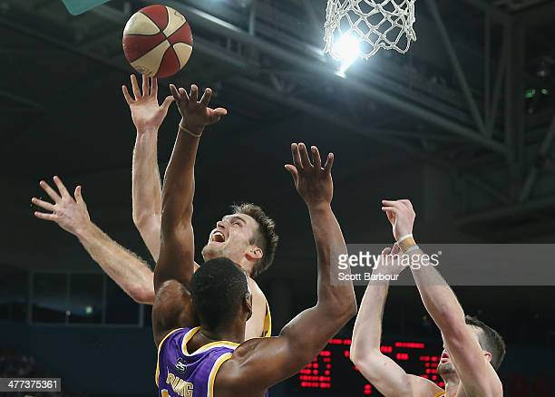 Mark Worthington of the Tigers shoots a basket during the round 21 NBL match between the Melbourne Tigers and the Sydney Kings at Hisense Arena in...