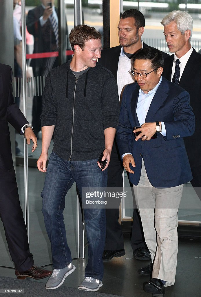 <a gi-track='captionPersonalityLinkClicked' href=/galleries/search?phrase=Mark+Zuckerberg&family=editorial&specificpeople=4841191 ng-click='$event.stopPropagation()'>Mark Zuckerberg</a>, chief executive officer of Facebook Inc., left, is greeted by Lee Don Joo, president of sales and marketing of the mobile communications division at Samsung Electronics Co., as he arrives at Samsung's Seocho office building in Seoul, South Korea, on Tuesday, June 18, 2013. Zuckerberg met Park Geun Hye, South Korea's president, in Seoul earlier today and discussed ways to realize Parks vision to foster a creative economy and boost tech start-ups in Korea, Parks office said in a statement on its website. Photographer: SeongJoon Cho/Bloomberg via Getty Images