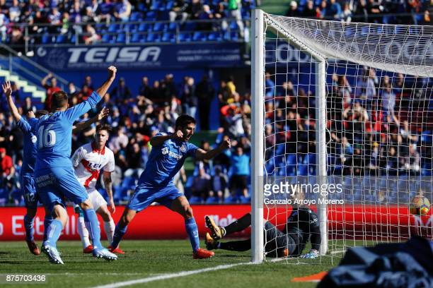 Markel Bergara of Getafe CF scores their opening goal during the La Liga match between Getafe CF and Deportivo Alaves at Coliseum Alfonso Perez...