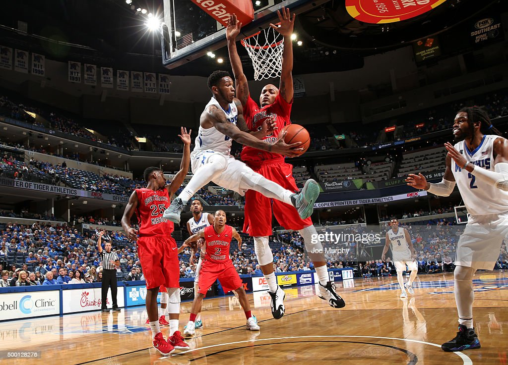 Markel Crawford of the Memphis Tigers passes the ball to Shaq Goodwin against Trey Kellum of the Southeast Missouri State Redhawks on December 5 2015...