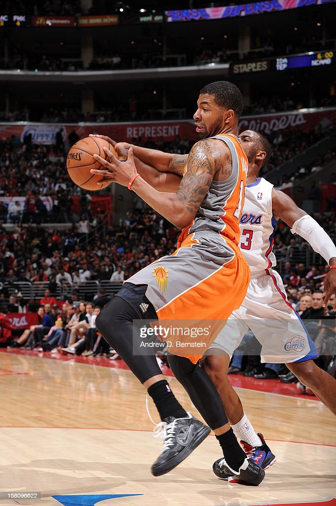 Markieff Morris #11 of the Phoenix Suns fights for the loose ball against Chris Paul #3 of the Los Angeles Clippers at Staples Center on December 8, 2012 in Los Angeles, California.