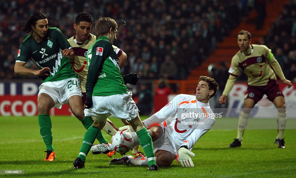 Marko Marin of Bremen fails to score over Ron Robert Zieler goalkeeper of Hannover during the Bundesliga match between Werder Bremen and Hannover 96...