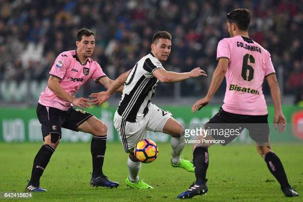 Marko Pjaca of Juventus FC in action against Mato Jajalo and Edoardo Goldaniga of US Citta di Palermo during the Serie A match between Juventus FC...