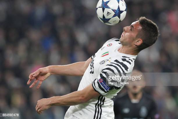 Marko Pjaca of Juventus FC rcontrols the ball during the UEFA Champions League Round of 16 second leg match between Juventus and FC Porto at Juventus...