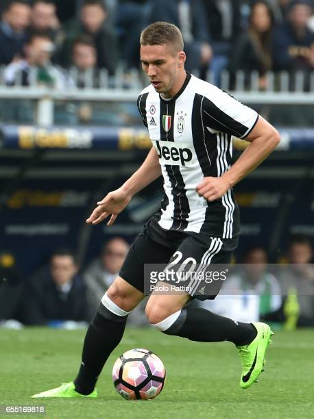Marko Pjaca of Juventus in action during the Serie A match between UC Sampdoria and Juventus FC at Stadio Luigi Ferraris on March 19 2017 in Genoa...
