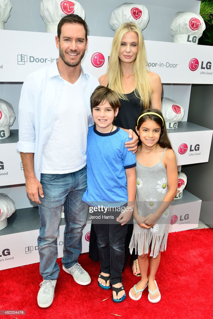 Mark-Paul Gosselaar, Michael Charles Gosselaar, Catriona McGinn and Ava Lorenn Gosselaar attend LG and Chef Sandra Lee Host LG Junior Chef Academy to celebrate the launch of the Door-in-Door Refrigerator with CustomChill, Benefiting No Kid Hungry at The Washbow on July 15, 2014 in Culver City, California.
