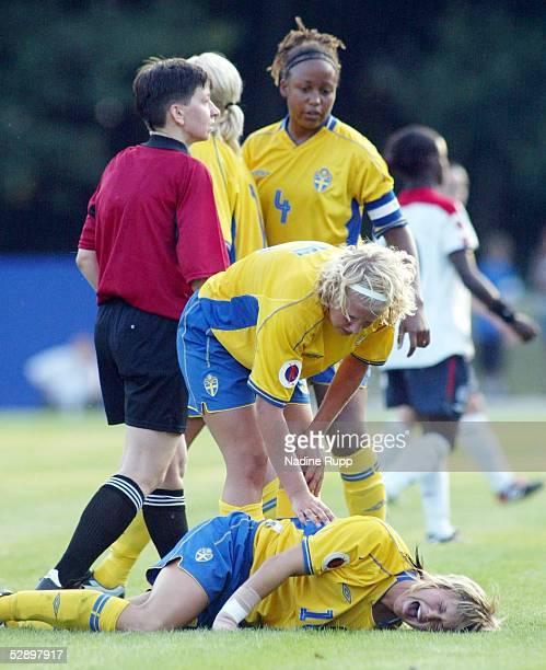 EM 2003 Markranstaedt Schweden England 12 Johanna ALMGREN/SWE verletzt am Boden