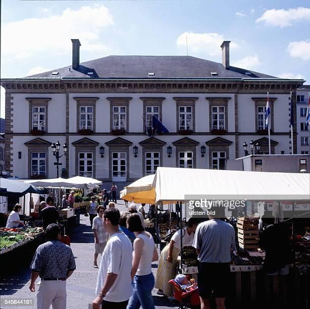 Markt vor dem Rathaus 1998