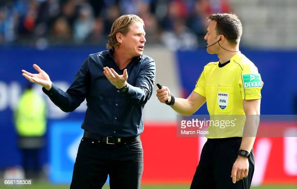 Markus Gisdol head coach of Hamburg looks argues with referee Felix Zwayer during the Bundesliga match between Hamburger SV and TSG 1899 Hoffenheim...