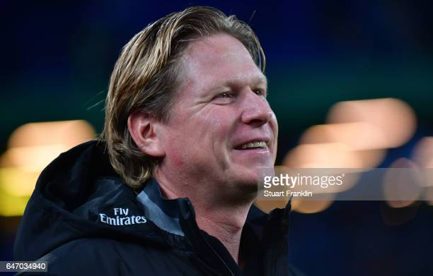 Markus Gisdol head coach of Hamburg looks on during the DFB Cup quarter final between Hamburger SV and Borussia Moenchengladbach at Volksparkstadion...