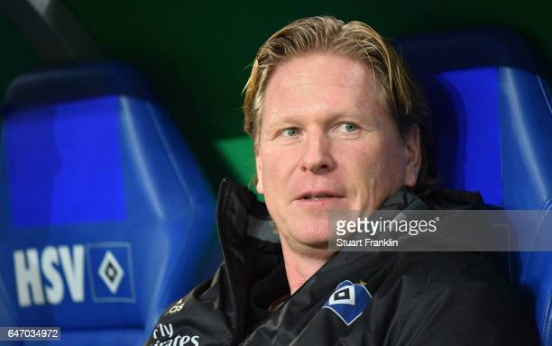 Markus Gisdol head coach of Hamburg looks on during the DFB Cup quarter final between Hamburger SV and Borussia Moenchengladbach at Volksparkstadion...