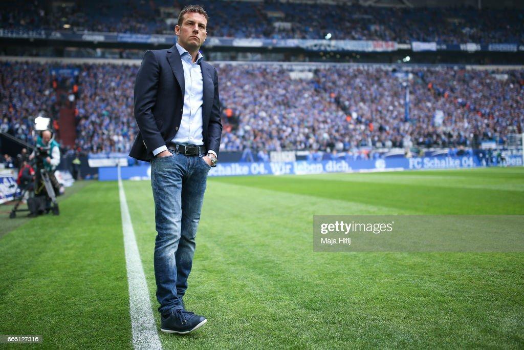 Markus Weinzierl head coach of Schalke looks on prior the Bundesliga match between FC Schalke 04 and VfL Wolfsburg at Veltins-Arena on April 8, 2017 in Gelsenkirchen, Germany.