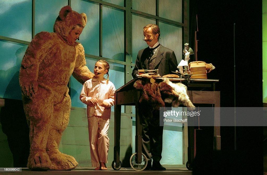 Markus Wessiak als 'Teddy' Fini Bloéb als 'Lea' Ralph M Küster als Richard Steiff 'Steiff'Musical 'Teddy ein musikalischer Traum' 100 Jahre...