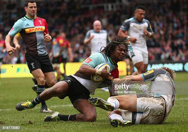 Marland Yarde of Harlequins scores a try during the Aviva Premiership match between Harlequins and Newcastle Falcons at Twickenham Stoop on April 2...