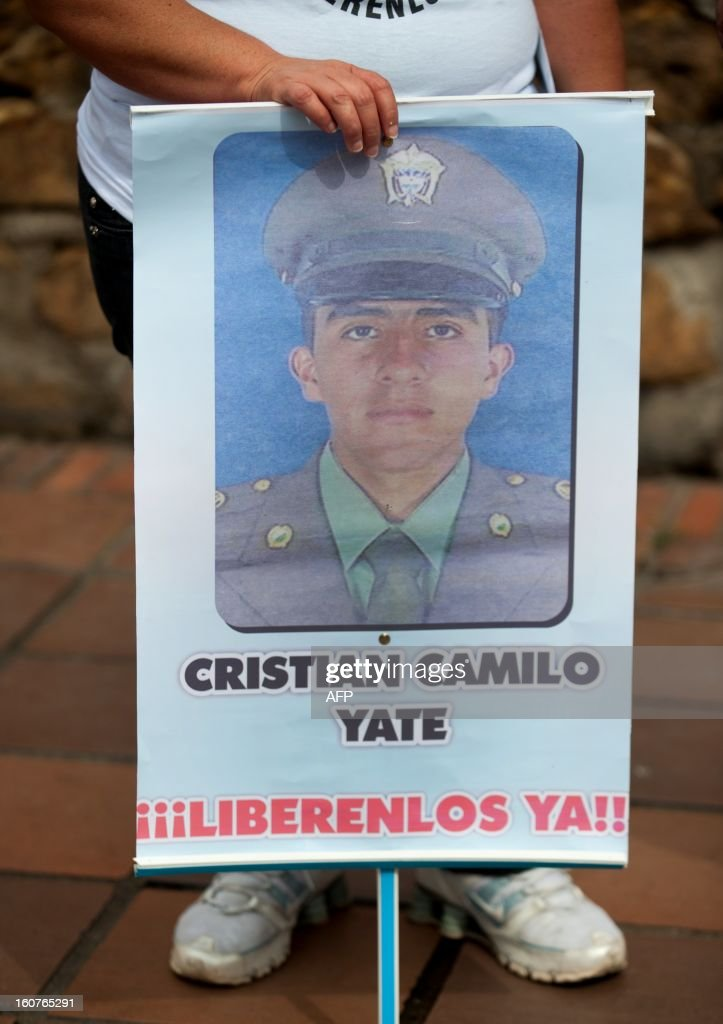 Marlene Hernandez, aunt of police officer Cristian Camilo Yate, kidnapped by the FARC on January 25, demonstrates in Cali, Colombia, on February 5, 2013. Colombia's leftist FARC rebels said Saturday that they will free two captured police officers, Cristian Camilo Yate Sanchez and Victor Alfonso Gonzales Ramirez, and a soldier, Josue Alvarez Meneses, whose abductions had become a source of tension at peace talks with the government and were the first by this rebel group since April 2012 when they freed 10 police and soldiers who had been held captive for years. The FARC said it now is ready to hand their captives over to a delegation from the International Committee of the Red Cross (ICRC) and a nonprofit organization called Colombians for Peace. AFP PHOTO/LUIS ROBAYO