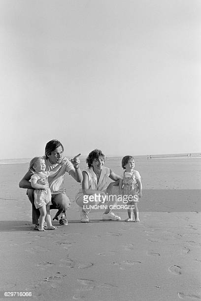 Marlene Jobert and her husband Walter Green with their two twin daughters Eva and Joy Green