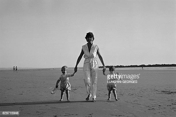 Marlene Jobert and her two twin daughters Eva and Joy Green