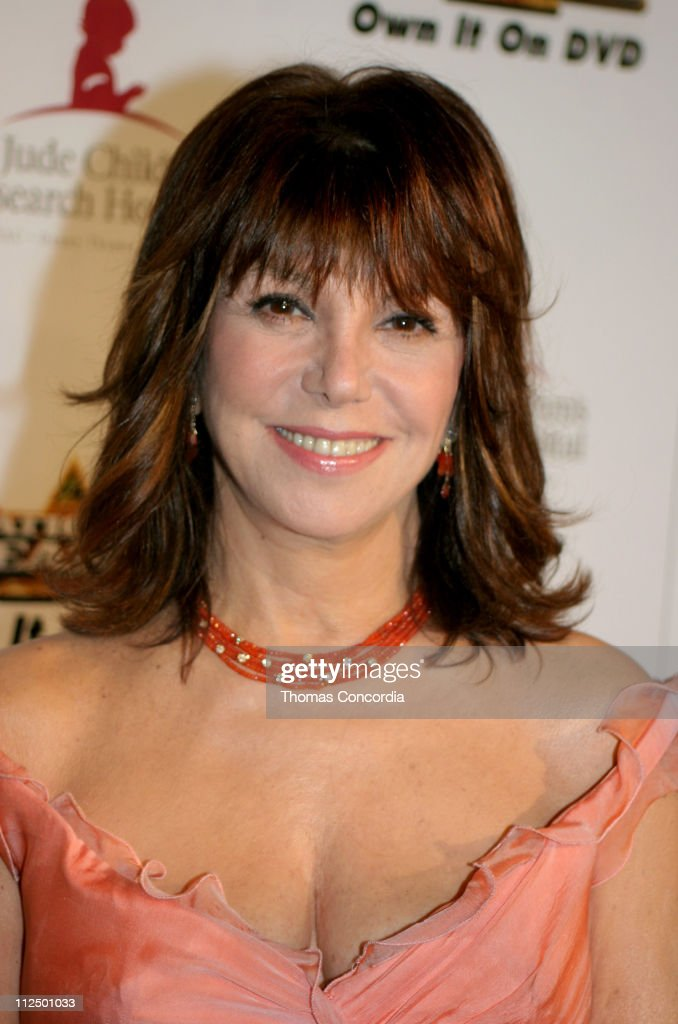 Marlo Thomas during 3rd Annual Runway For Life Benefiting St Jude Children's Research Hospital Red Carpet at Beverly Hilton in Beverly Hilton...