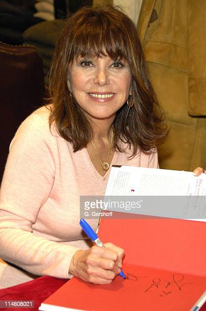 Marlo Thomas during Brooks Brothers Celebrates the Holiday Season with InStore Appearances by Marlo Thomas and Christopher Radko at Brooks Brothers...