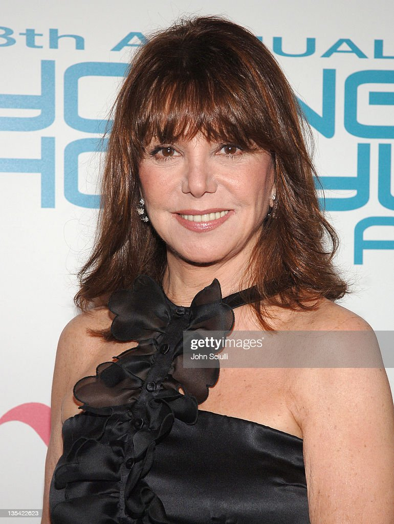 Marlo Thomas during Movieline's Hollywood Life 8th Annual Young Hollywood Awards Arrivals at Music Box at The Fonda in Los Angeles California United...