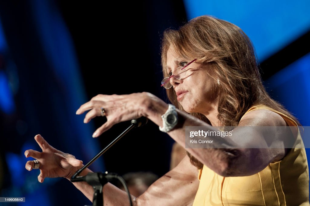 <a gi-track='captionPersonalityLinkClicked' href=/galleries/search?phrase=Marlo+Thomas&family=editorial&specificpeople=209421 ng-click='$event.stopPropagation()'>Marlo Thomas</a> speaks during the 2012 Federal Partners Bullying Prevention summit at the Marriott Wardman Park Hotel on August 6, 2012 in Washington, DC.