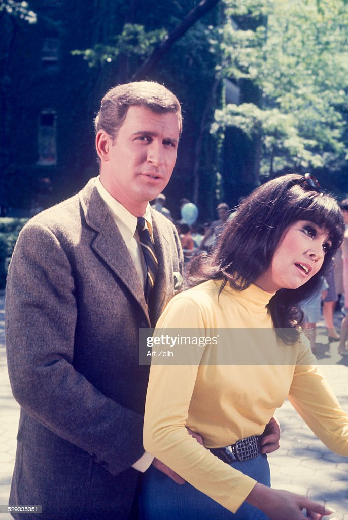 Marlo Thomas with Ted Bessell from the TV show 'That Girl' circa 1970 New York