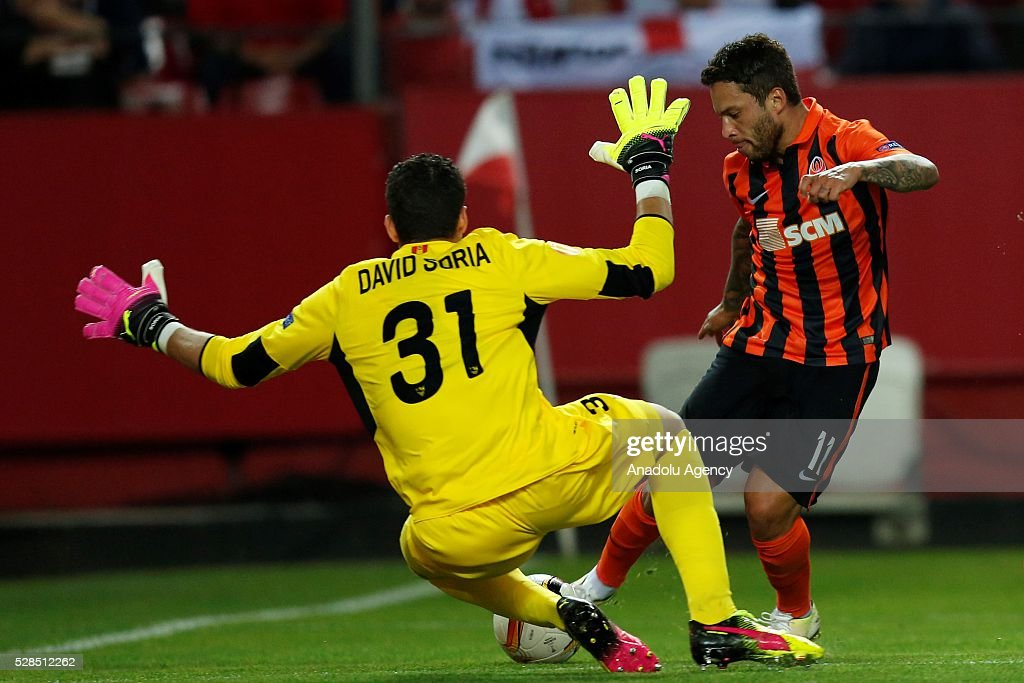 Marlos (R) of Shakhtar Donetsk in an action during the UEFA Europa League semi-final second leg football match between Sevilla and Shakhtar Donetsk at the Sanchez Pizjuan Stadium in Sevilla, Spain on May 5, 2016.