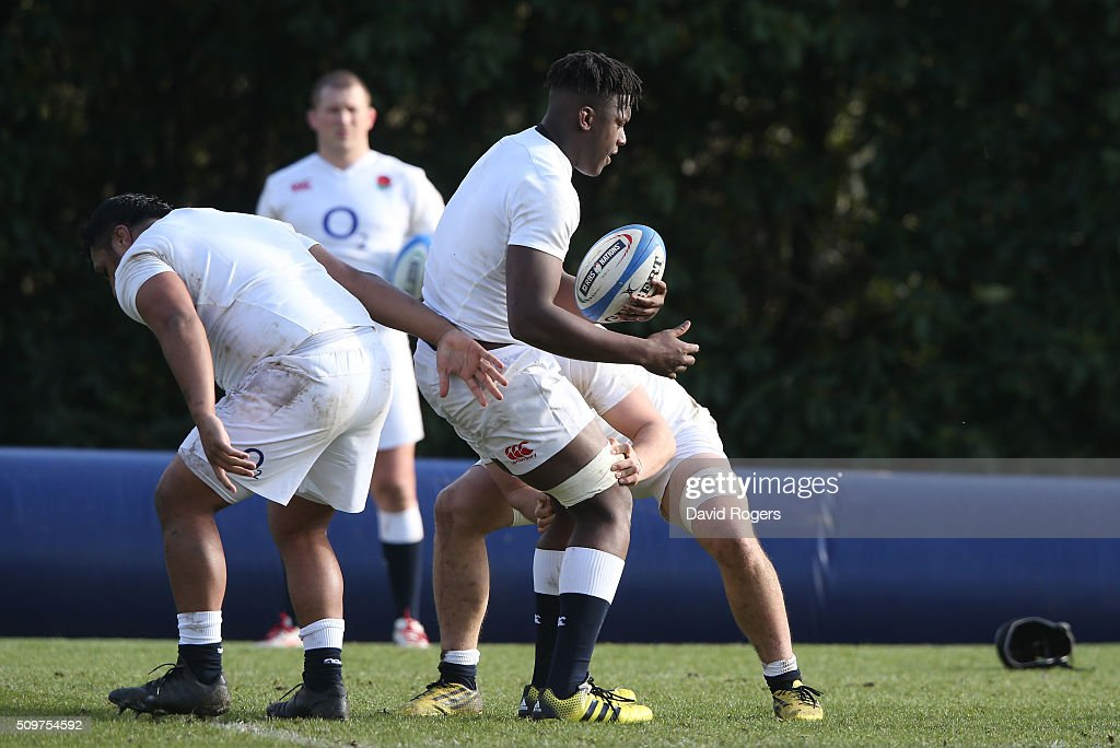 <a gi-track='captionPersonalityLinkClicked' href=/galleries/search?phrase=Maro+Itoje&family=editorial&specificpeople=5967858 ng-click='$event.stopPropagation()'>Maro Itoje</a> catches the ball during the England training session held at Pennyhill Park on February 12, 2016 in Bagshot, England.