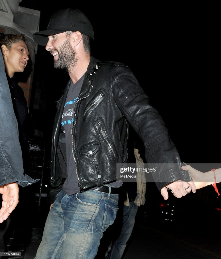 maroon 5 singer dating victorias secret Behati prinsloo, namibian victoria's secret model, is the wife of adam levine levine is an american singer, song-writer and record producer, best known as the lead vocalist of pop rock band maroon 5.