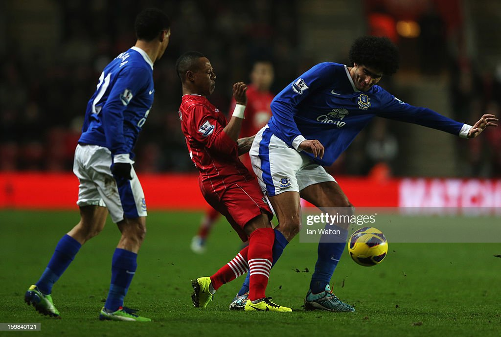 <a gi-track='captionPersonalityLinkClicked' href=/galleries/search?phrase=Marouane+Fellaini&family=editorial&specificpeople=3936316 ng-click='$event.stopPropagation()'>Marouane Fellaini</a> of Everton blocks <a gi-track='captionPersonalityLinkClicked' href=/galleries/search?phrase=Nathaniel+Clyne&family=editorial&specificpeople=5738873 ng-click='$event.stopPropagation()'>Nathaniel Clyne</a> of Southampton during the Barclays Premier League match between Southampton and Everton at St Mary's Stadium on January 21, 2013 in Southampton, England.