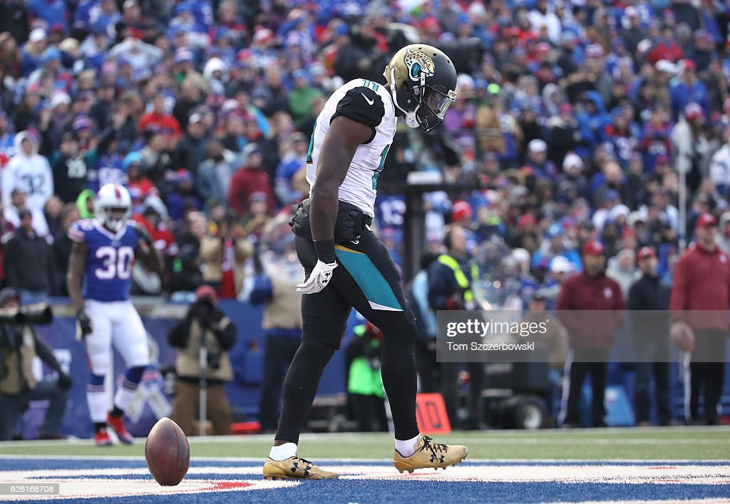 Marqise Lee #11 of the Jacksonville Jaguars celelbrates his touchdown during NFL game action against the Buffalo Bills at New Era Field on November 27, 2016 in Orchard Park, New York.