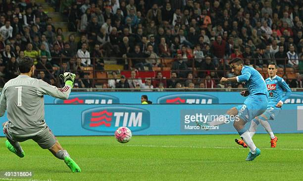 Marques Loureiro Allan of SSC Napoli scores the opening goal during the Serie A match between AC Milan and SSC Napoli at Stadio Giuseppe Meazza on...