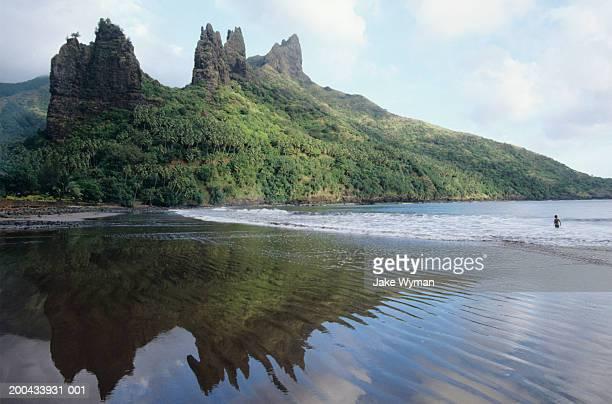 Marquesas, Nuku Hiva, swimmer in lagoon