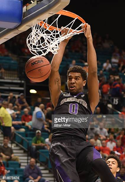 Marquese Chriss of the Washington Huskies dunks against the Oregon Ducks during a quarterfinal game of the Pac12 Basketball Tournament at MGM Grand...