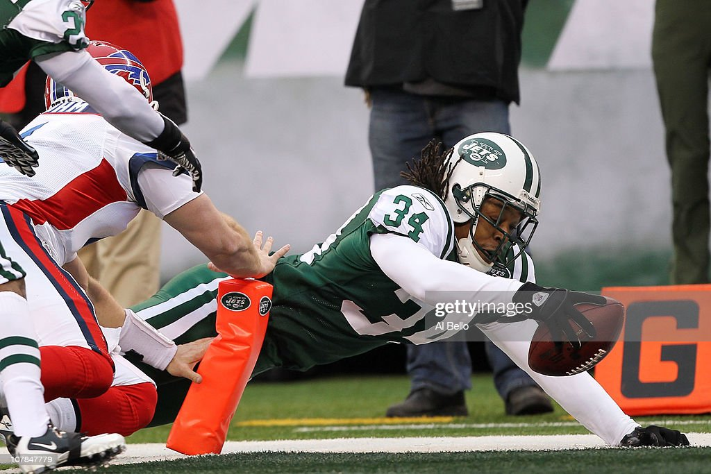 Marquice Cole #34 of the New York Jets scores a touchdown on an interception return against Brian Brohm #4 of the Buffalo Bills at New Meadowlands Stadium on January 2, 2011 in East Rutherford, New Jersey.