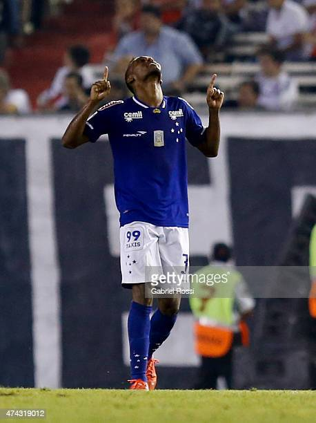 Marquinhos of Cruzeiro celebrates after scoring the first goal of his team during a first leg match between River Plate and Cruzeiro as part of...