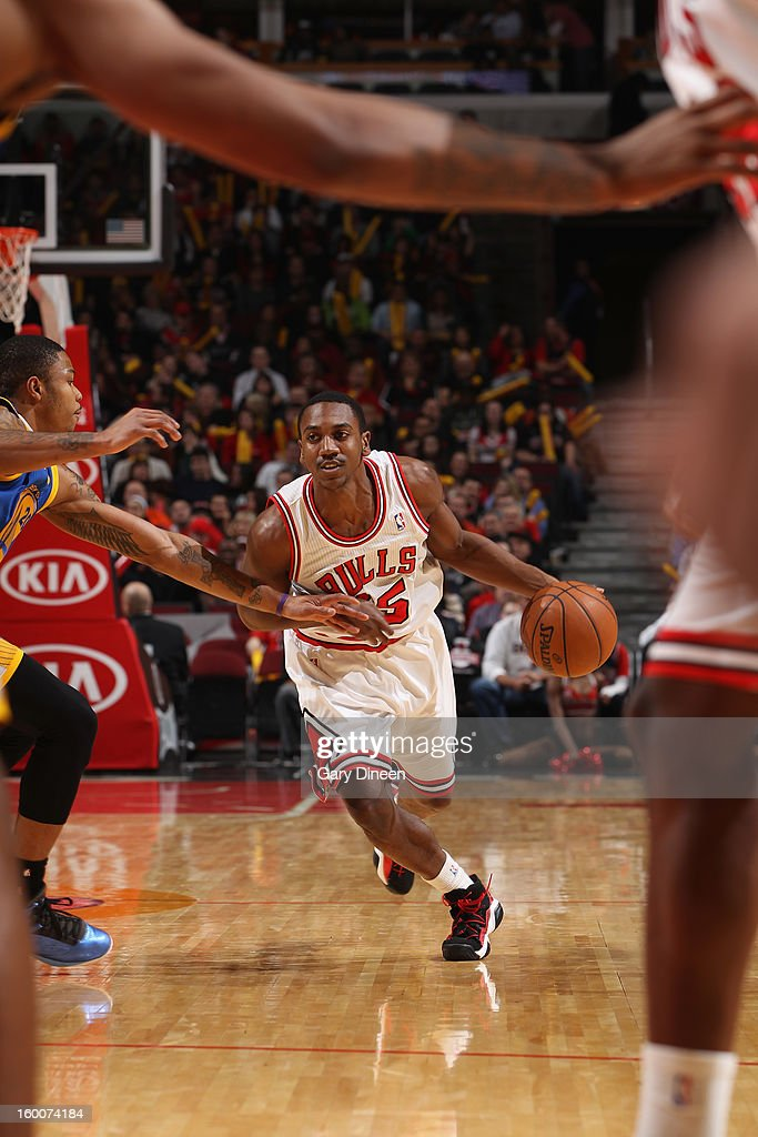 Marquis Teague #25 of the Chicago Bulls dribbles against Kent Bazemore #20 of the Golden State Warriors on January 25, 2012 at the United Center in Chicago, Illinois.