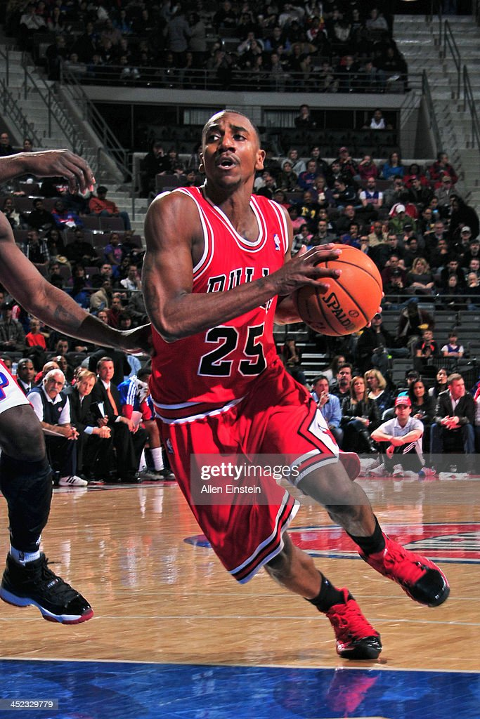 Marquis Teague #25 of the Chicago Bulls drives to the basket against the Detroit Pistons on November 27, 2013 at The Palace of Auburn Hills in Auburn Hills, Michigan.