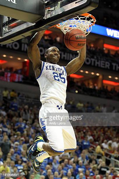 Marquis Teague of the Kentucky Wildcats dunks in the second half against the Western Kentucky Hilltoppers during the second round of the 2012 NCAA...