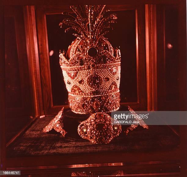 Marriage Of The Shah Of Iran With Farah Diba On December 21Th 1959 La couronne des ancêtres celle du Roi des Rois de Perse et d'Iran faite d'or de...
