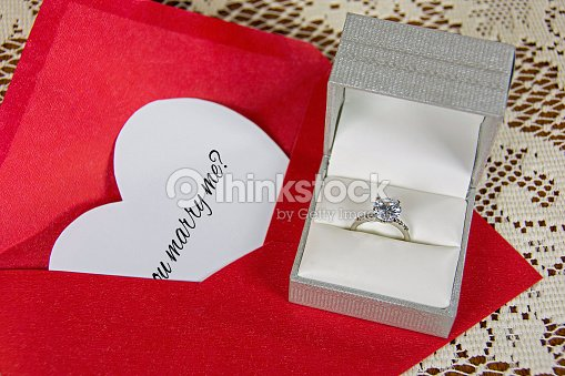 marriage proposal with diamond ring ストックフォト thinkstock